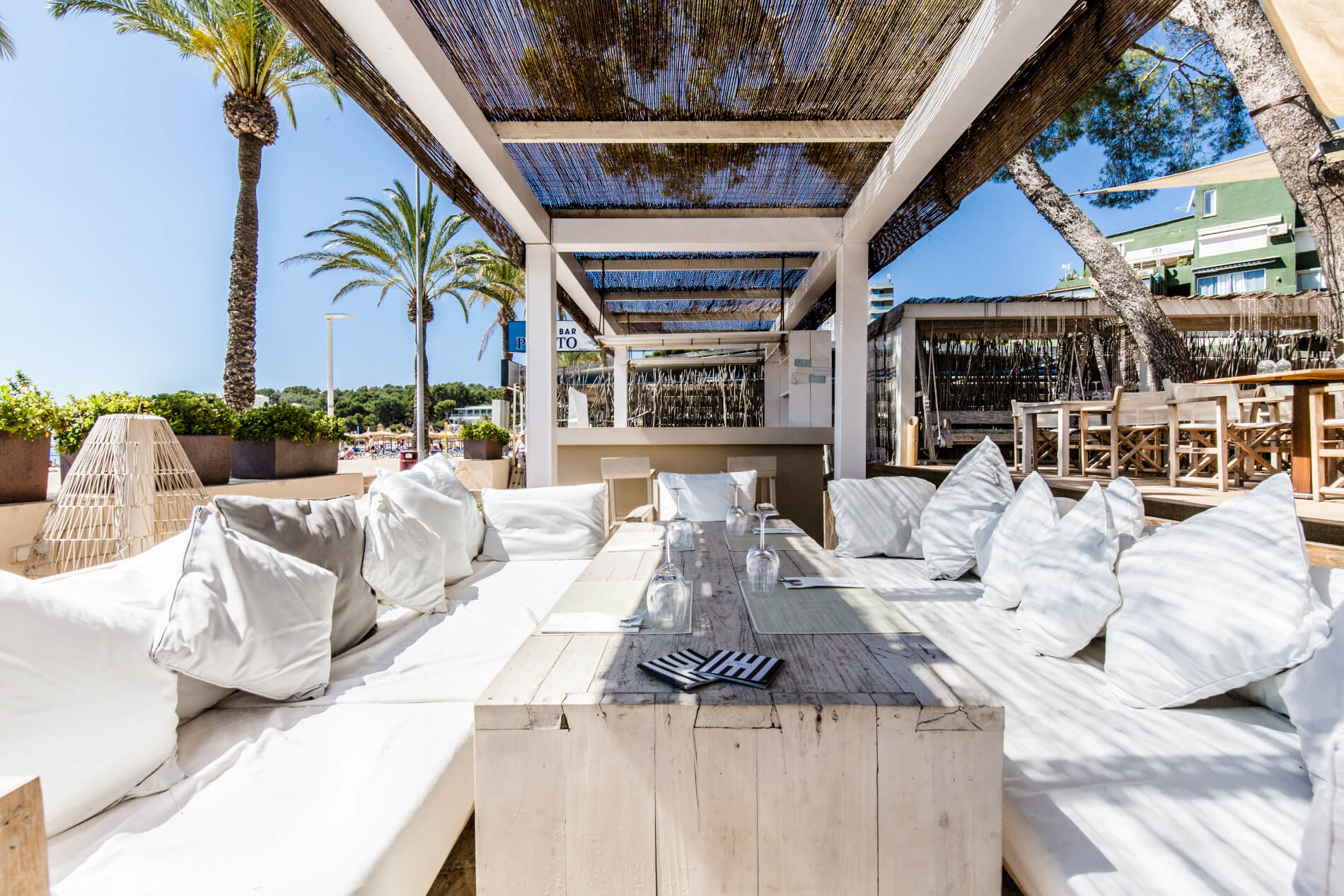 Exklusiver Beach Club in Magaluf Restaurant Sonnenliegen